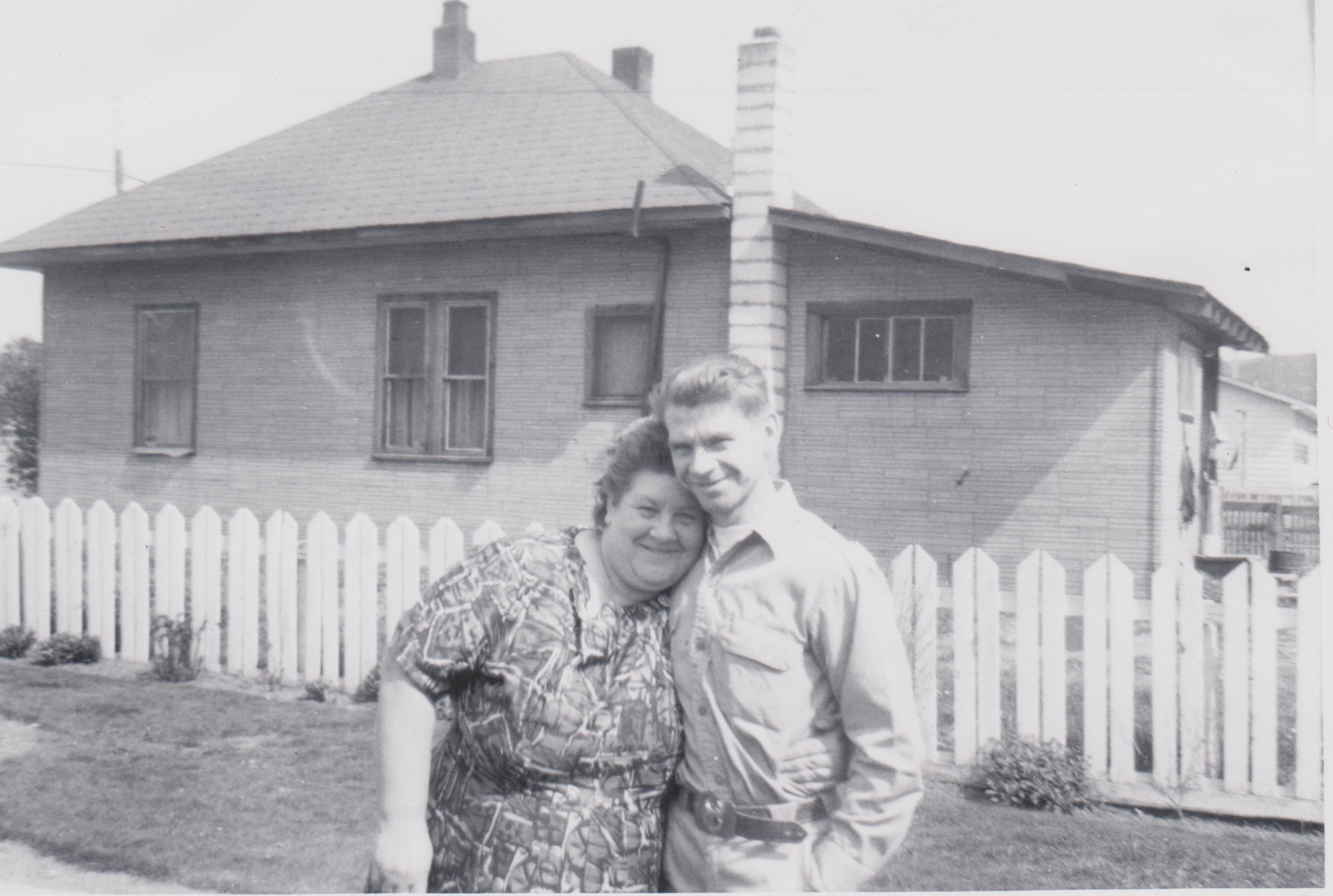 Mothers Day 1964 York Home in background Louwina Eisinga Rieks Polmans